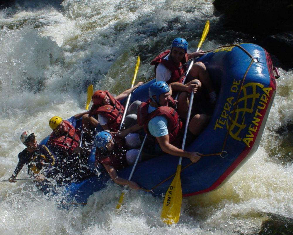 Στιγμιότυπο απο το Rafting στον ποταμό Λάδωνα στα Καλάβρυτα, Εναλλακτικές διακοπές στα Καλάβρυτα.