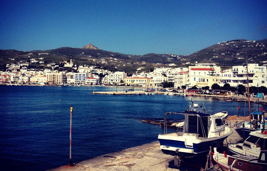 Τήνος το λιμάνι του νησιού των Κυκλάδων