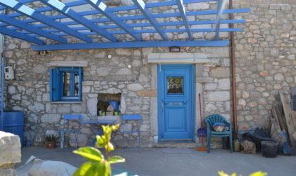 Αυγώνυμα Χωριό, Πόρτα παραδοσιακού σπιτιού σε σοκάκι